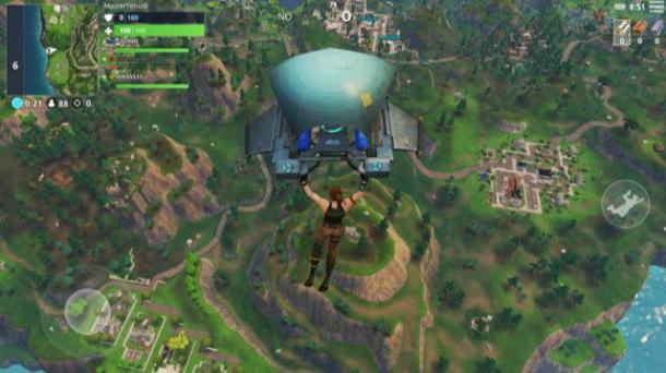 Screenshot aus Fortnite der Spielfigur beim Fallschirmflug