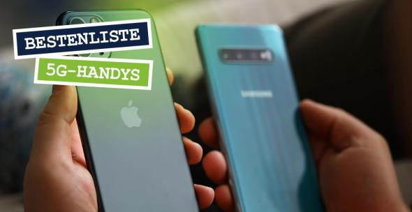 Eine Person hält zwei 5G-fähige Smartphones in der Hand.