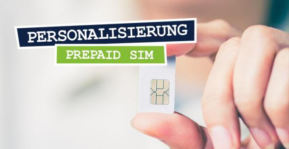 Eine Hand hält eine SIM-Karte