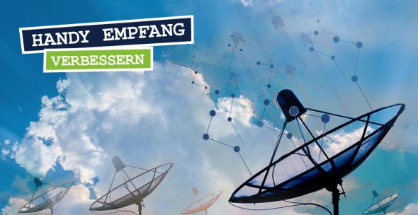 3 Antennen unter blauem Himmel