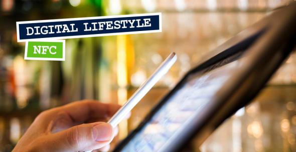 Smartphone das über NFC Mobile Payment durchführt.