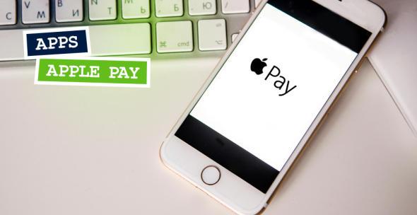 Auf dem Bildschirm eines iPhones zeigt sich das Apple-Pay-Logo.