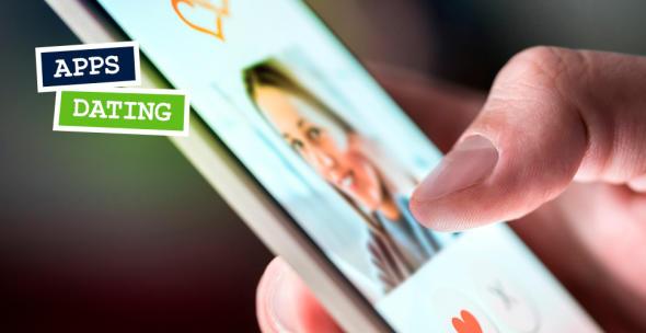 Ein smartphone-User verwendet eine Dating-App.