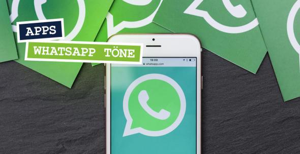 Ein Smartphone mit dem Symbol von WhatsApp.