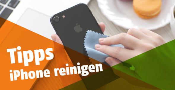 Ein iPhone-Besitzer säubert sein iPhone mit einem Tuch.