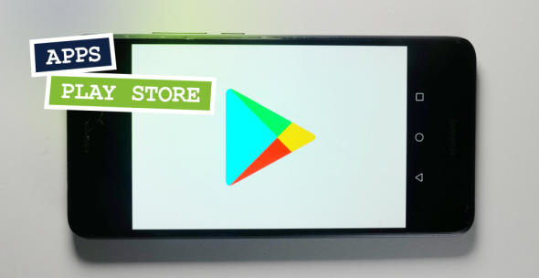 Das Logo des Google Play Store auf einem Smartphone