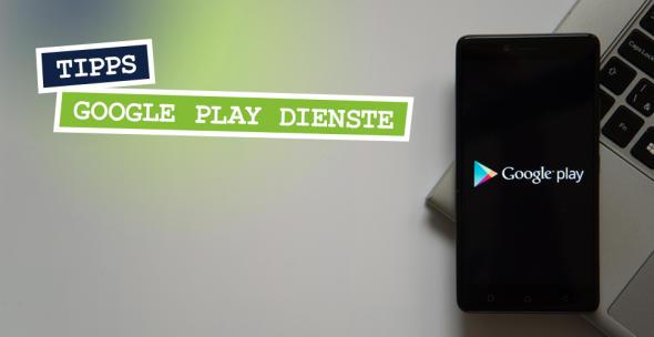 Das Google-Play-Logo auf einem Smartphone