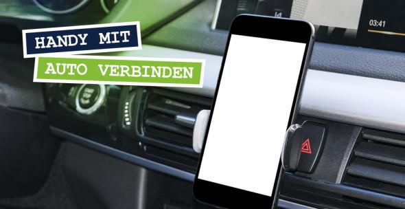 Ein Handy ist in einer Smartphone-Halterung im Auto installiert.