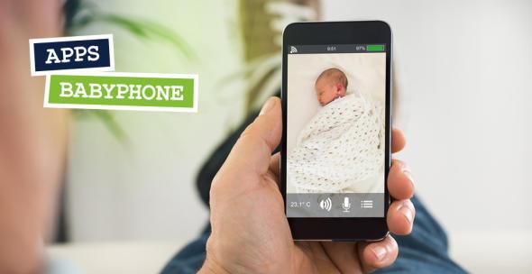 Ein Mann schaut per Babyphone-App nach einem Baby.