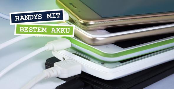 Mehrere Smartphones beim Aufladen