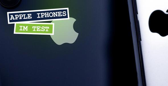Nahaufnahme der Rückseiten zweier iPhones