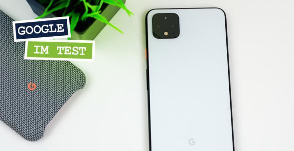 Zwei Google-Handys vor weißem Hintergrund