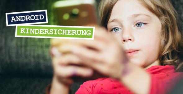 Ein Kind mit einem Smartphone.