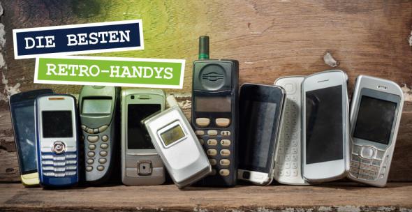 Retro-Handys verschiedener Hersteller in einer Reihe.