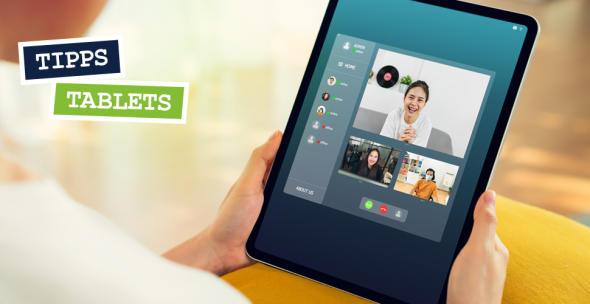 Eine Frau macht einen Videochat mit einem Tablet.